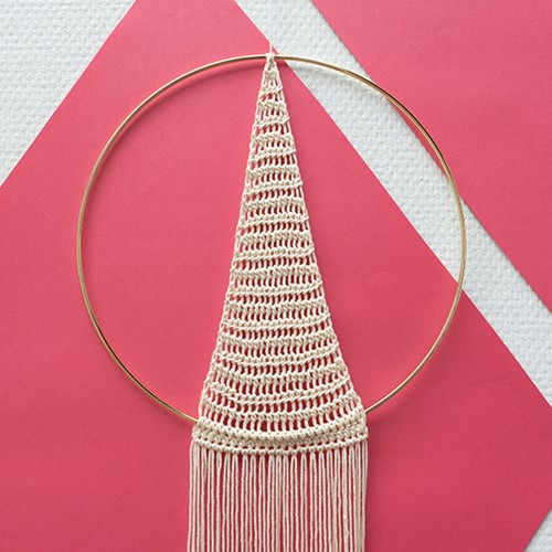 Yarn and Colors Must-Have Triangle Wall Hanging Häkelpaket 2