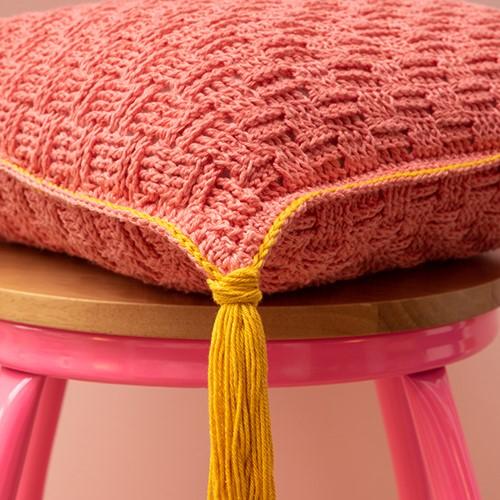 Yarn and Colors Must-Have Cushion Häkelpaket 3 Salmon / Mustard