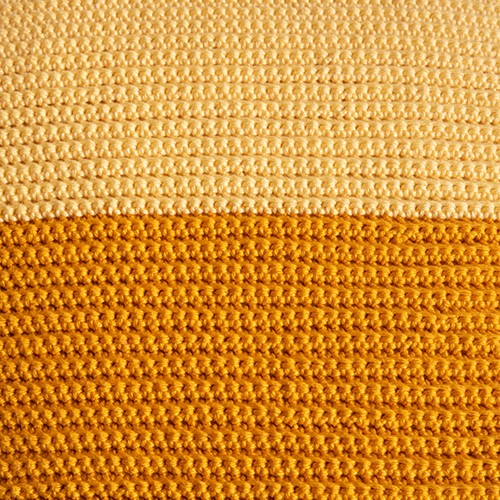 Yarn and Colors Two Tones Comfy Cushion Häkelpaket S 011 Golden Glow / Mustard