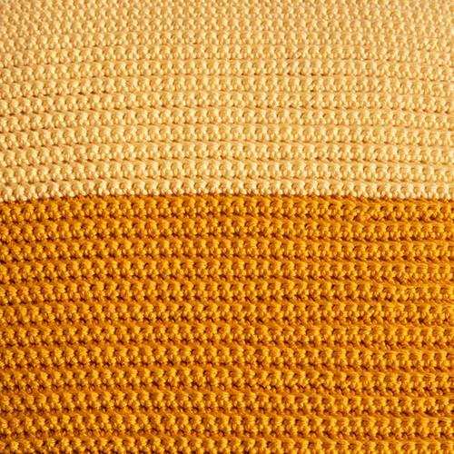 Yarn and Colors Two Tones Comfy Cushion Häkelpaket L 011 Golden Glow / Mustard
