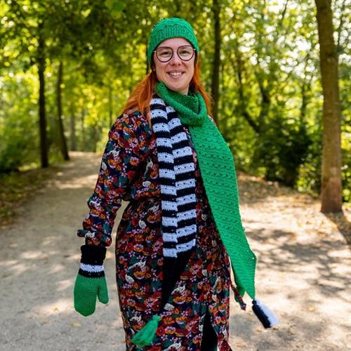 Yarn and Colors Black White and Bright Scarf Häkelpaket 087 Amazon