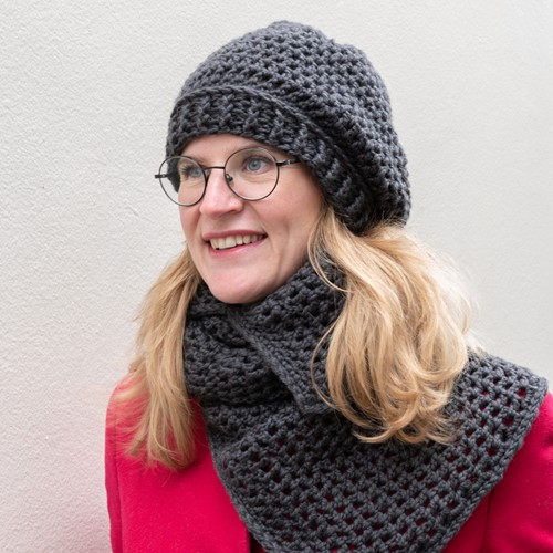 Yarn and Colors Chunky Cheerful Cowl Booklet