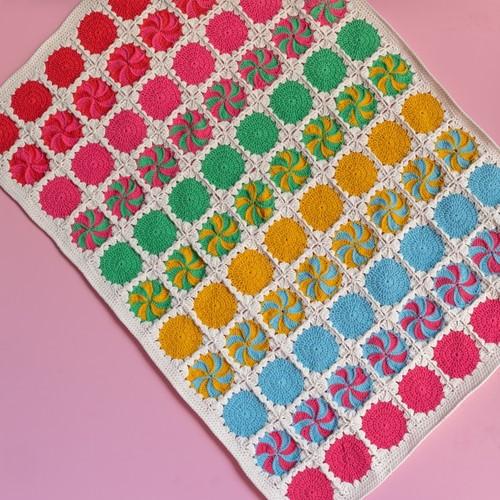 Yarn and Colors Circles and Spirals Blanket Häkelpaket 1 Mustard