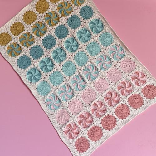 Yarn and Colors Circles and Spirals Blanket Häkelpaket 2 Light Pink