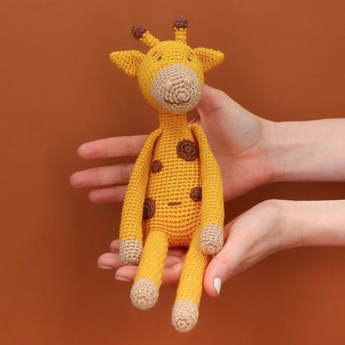 Yarn and Colors Gina Giraffe Häkelpaket
