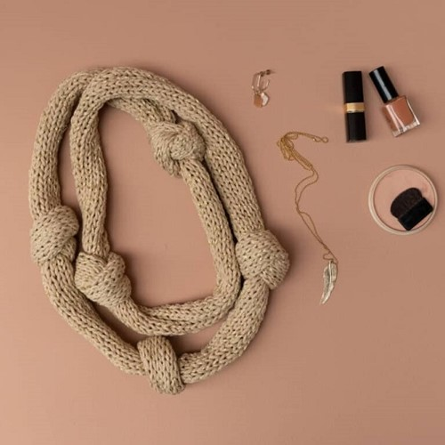 Yarn and Colors Knot a Scarf Strickpaket 1 Limestone