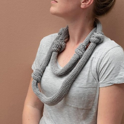 Yarn and Colors Knot a Scarf Strickpaket 2 Shark Grey