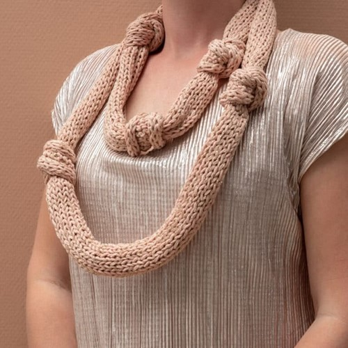 Yarn and Colors Knot a Scarf Strickpaket 3 Rosé