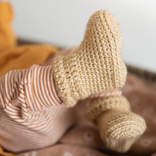 Yarn and Colors Oh Baby! Crochet Booties Häkelpaket 009 Limestone