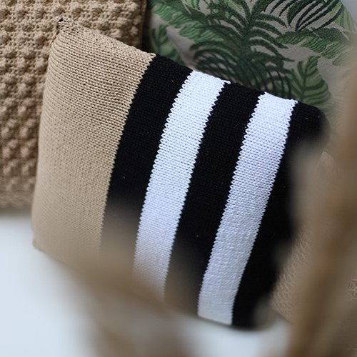 Yarn and Colors Black, White and Bright Comfy Cushion Strickpaket 009 Limestone